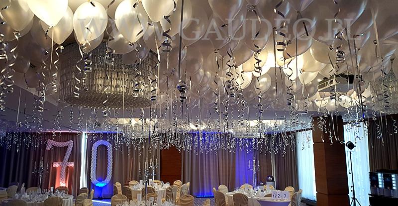 Balony Z Helem Jako Dekoracja Na 70 Urodziny