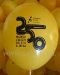 Czarny nadruk na żółtym balonie.