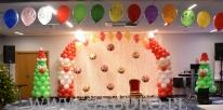 Balonowa dekoracja na event z okazji Mikołaja.