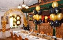 Dekoracja balonowa z okazji urodzin.