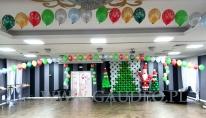 Mikołajkowa dekoracja balonowa sali hotelu Sękowski.