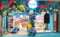 Balonowa dekoracja wejścia w kieleckiej Galerii Handlowej.