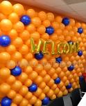 Ściana z balonów jako dekoracja biura.