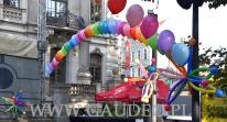 Balony z helem jako dekoracja.