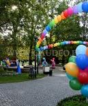 Balony jako dekoracja Festiwalu Krasnoludków.