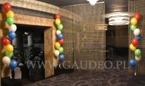 Balony helowe jako dekoracja klubu na event firmowy.