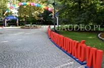 Balony helowe na festiwalu krasnoludków.