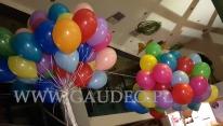 Pęki balonów helowych na urodziny.