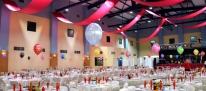 Balony helowe jako dekoracja balu sylwestrowego.