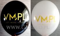Żółty nadruk na balonach.