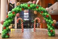 Świąteczna dekoracja balonowa.