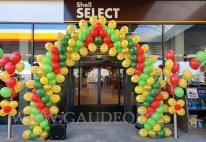 Balonowa dekoracja wejścia balonami z logo.