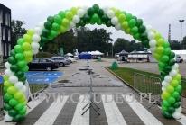 Łuk balonowy jako dekoracja wejścia.