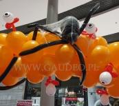 Balonowa dekoracja z okazji Halloween.
