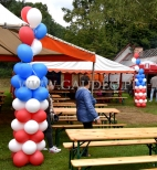 Balonowe kolumny na pikniku.