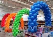 Balony nad ekspozycją towaru firmy Procter & Gamble.