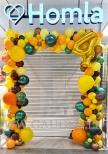 Organiczna brama z balonów.