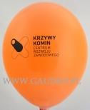 Pomarańczowy balon z nadrukiem.