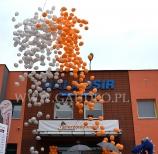 Wypuszczanie balonów helowych.