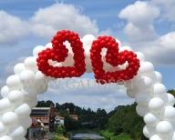 Brama balonowa z sercami.