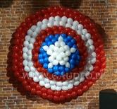Tarcza Kapitana Ameryki z balonów.
