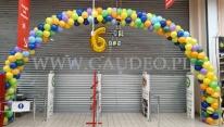 Balonowa dekoracja wejścia.