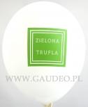 Zielone logo nadrukowane na balonie.