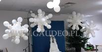 Zimowa dekoracja z balonów.