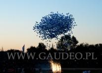 3000 balonów z helem w chwilę po wypuszczeniu.