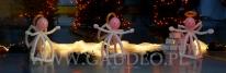 Aniołki z balonów na świątecznym evencie.