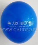 Srebrne logo nadrukowane na balonie.