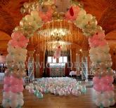 Balonowa pastelowa dekoracja urodzinowa.