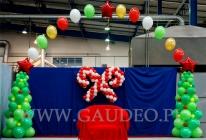 Dekoracja z balonów - miejsca dla Mikołaja na imprezie dziecięcej.