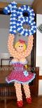 Balonowa panienka jako dekoracja na urodziny.