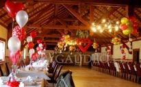 Balonowa dekoracja sali na imprezę Walentynkową.