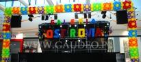 Balonowa dekoracja sceny na otwarcie Galerii Ostrovia.