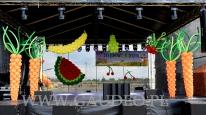 Balonowa dekoracja sceny na event.