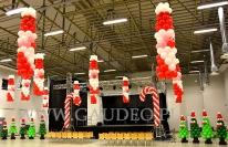 Świąteczna dekoracja balonowa w Wałbrzychu.