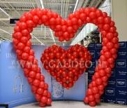 Dekoracja z balonów na walentynki.