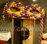 Balonowa dekoracja na imprezę walentynkową.