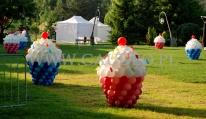 Balonowe babeczki na pikniku dla dzieci.