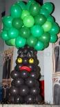 Balonowe bajkowe drzewo na imprezie z tematem przewodnim Świat Bajek.