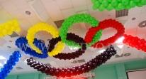 Balonowe koła olimpijskie na imprezie Barbórkowej.