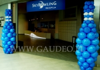 Balonowe kręgle na otwarciu nowej kręgielni we Wrocławiu.
