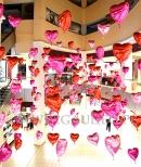Balony helowe jako dekoracja Galerii Handlowej.