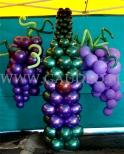 Balonowe winogrona z balonową butelką wina.