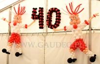 Piłkarze z balonów na imprezie z okazji 40-stki.
