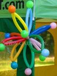 Balonowy atomik na Dolnośląskim Festiwalu Nauki.
