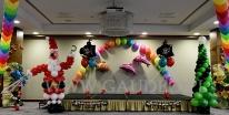 Dekoracja balonowa pirackiej imprezy mikołajkowej.