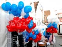 Nadmuchane balony helowe czekają na rozdanie.